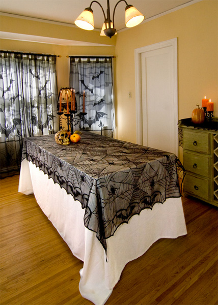 Halloween-party-ideas-black-Lace-Spider-Web-Tablecloth