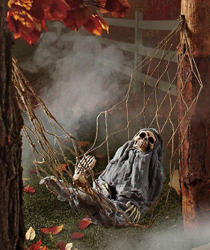 halloween-decorating-ideas-iinteractive-skeleton-in-hammock