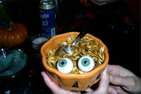 pumpkin-seeds-with-eyeballs-